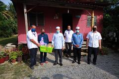 Lawatan Dan Penyampaian Bakul Makanan Oleh Pengerusi KESEDAR