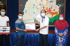 Majlis Penyerahan Mockup Program Warung Desa